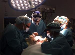 Intervención quirúrgica - trasplante capilar